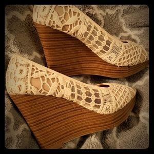cream colored American eagle wedges